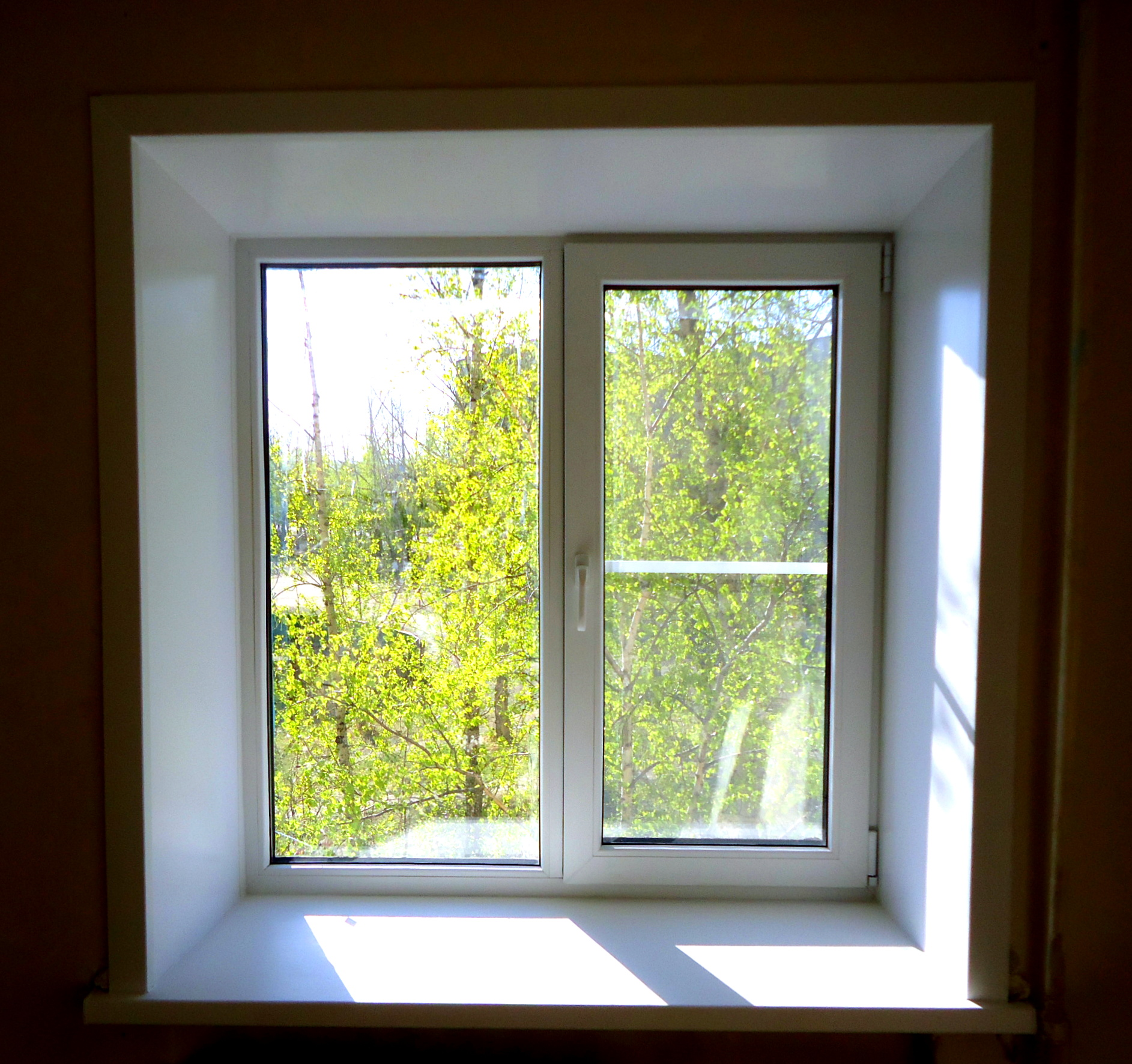 окно двустворчатое.Кирпич