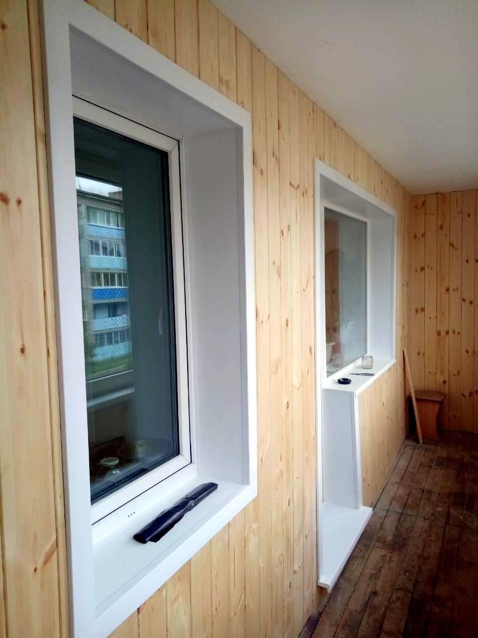 г. Могоча, Забайкальский край. Внутренняя отделка балкона - Евровагонка. Откосы на окнах ПВХ - Сэндвич - панель+ подоконники и порог. Без ремонта пола.